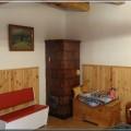 pv206 - Pec sálavá stavaná nami v roku 1992. Vpravo vymetacie kolečko na čistenie pece od sadzí. Pec sa čistí približne 1x5 (10 rokov) záleží od rôznych parametroch, kvalita dreva, komín, a iné. Fotené v roku 2014