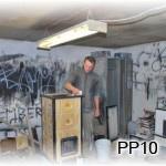 PP10 - Kachliar pri práci prenosnej pece