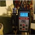 Merací prístroj, s ktorým tiež meriame určité údaje na peciach, krboch, a šporákoch.